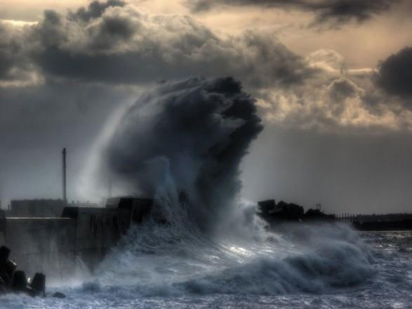 С Азовского моря из-за шторма эвакуируют людей