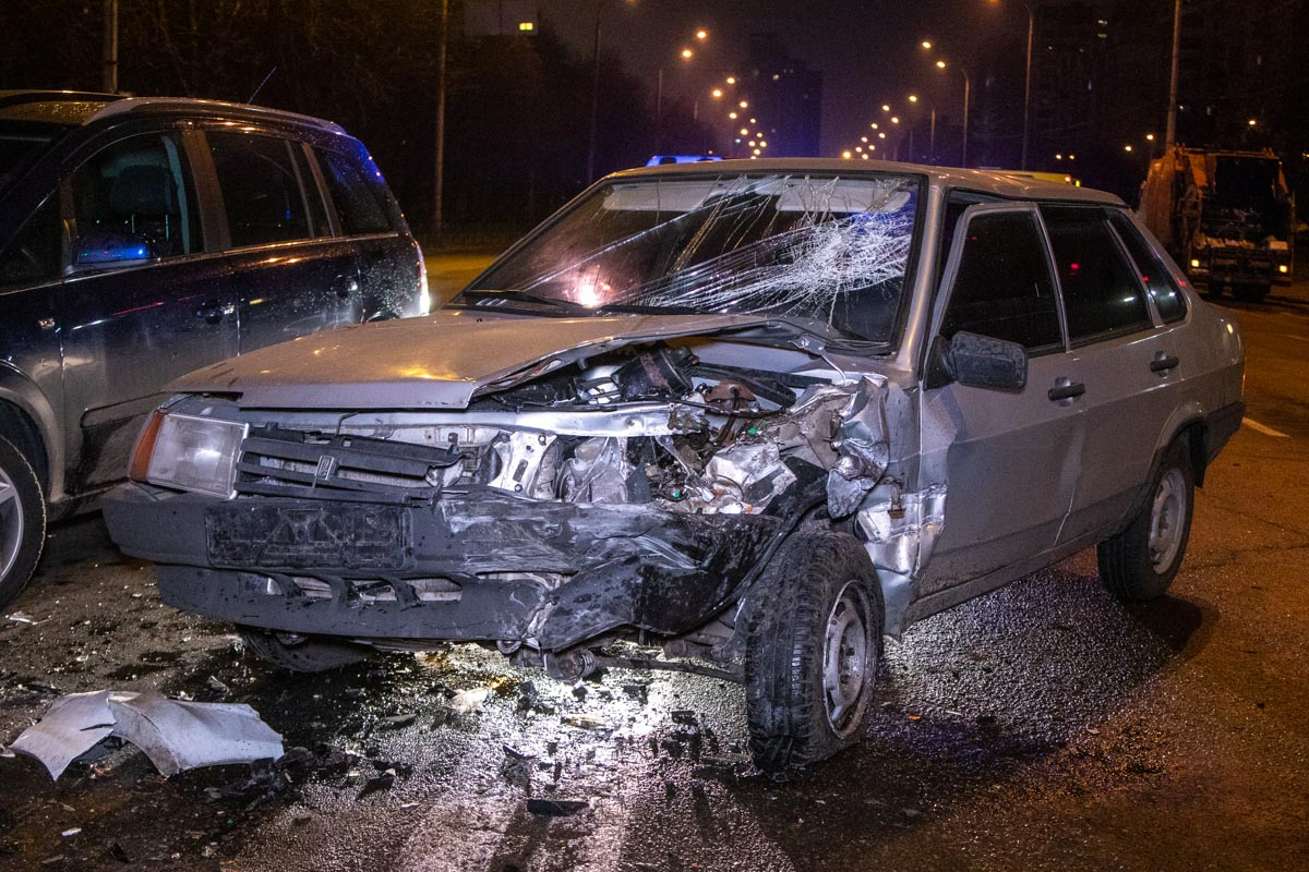 На Минском массиве столкнулись три автомобиля