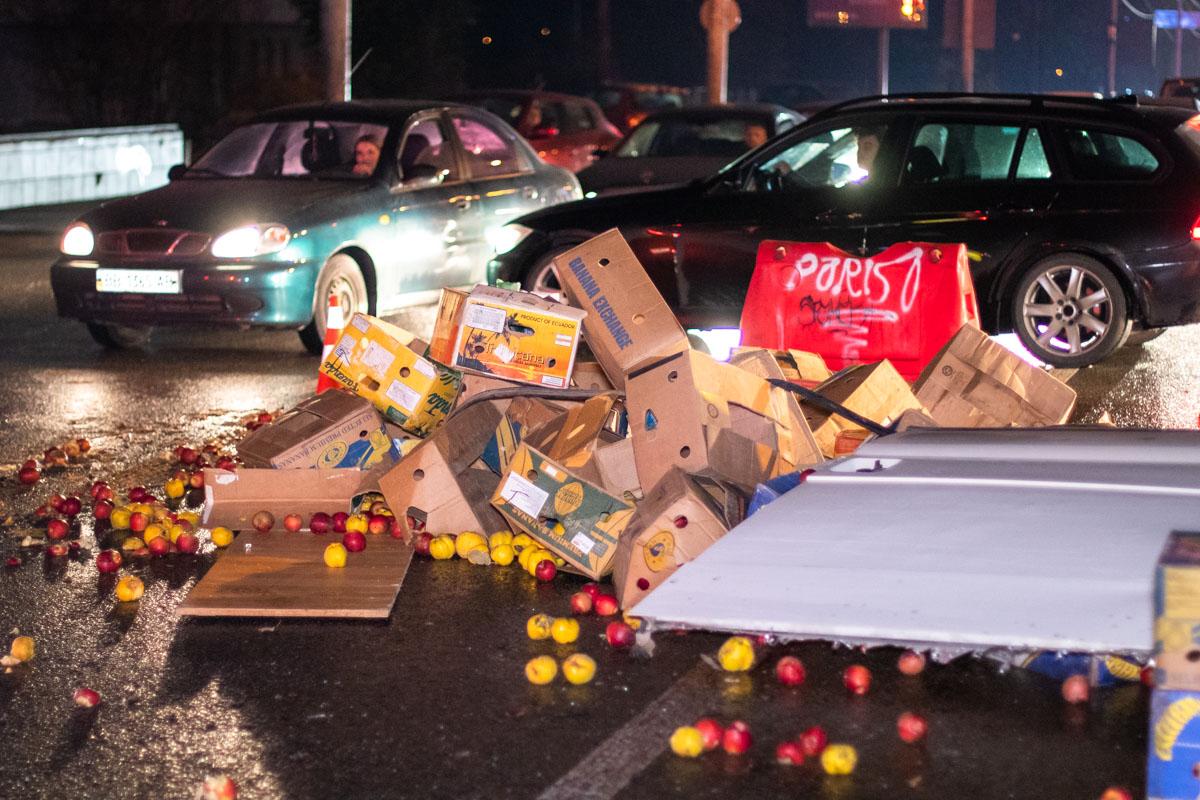 В результате аварии движение по проспекту было сильно затруднено