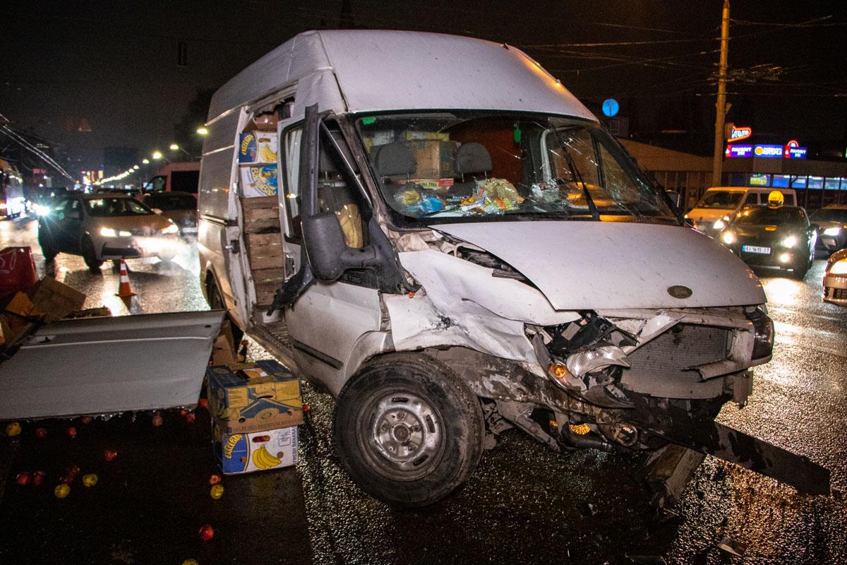 Водитель микроавтобуса заверил, что ехал на зеленый сигнал светофора