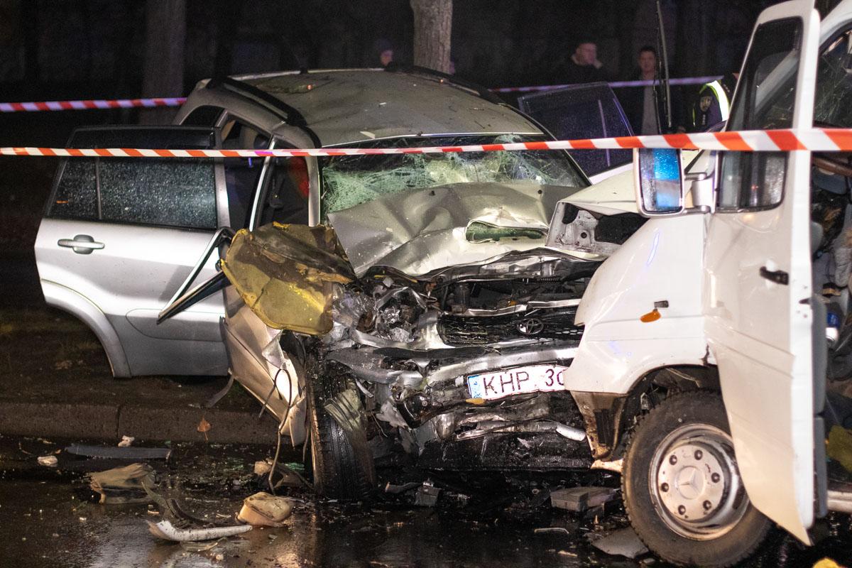 В ночь на 20 ноября в Киеве по адресу улица Зодчих, 30 произошло масштабное ДТП с пострадавшими