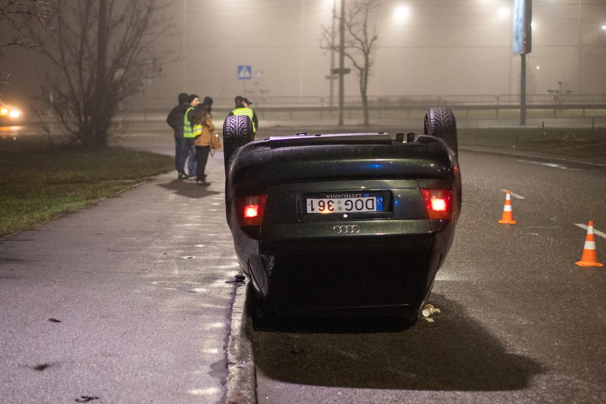 Предварительно, причиной аварии стали погодные условия и скользкая дорога