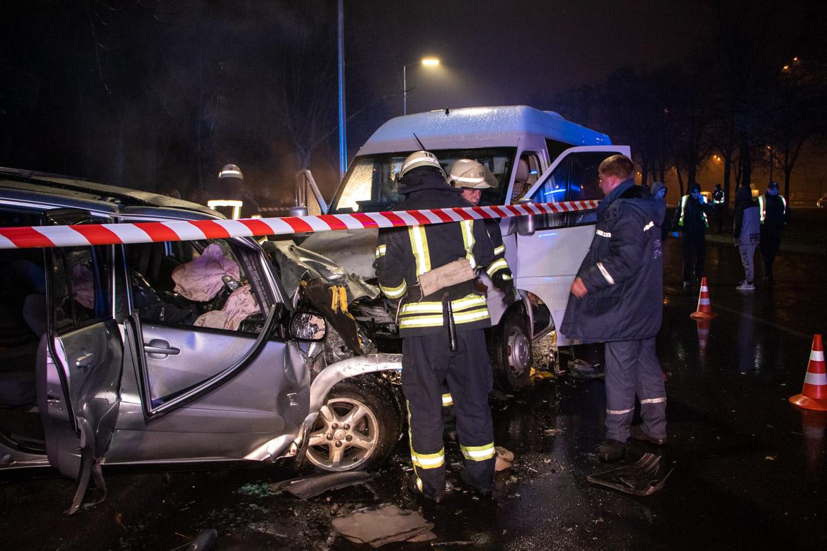 СтолкнулисьMercedes Sprinter иToyota RAV4