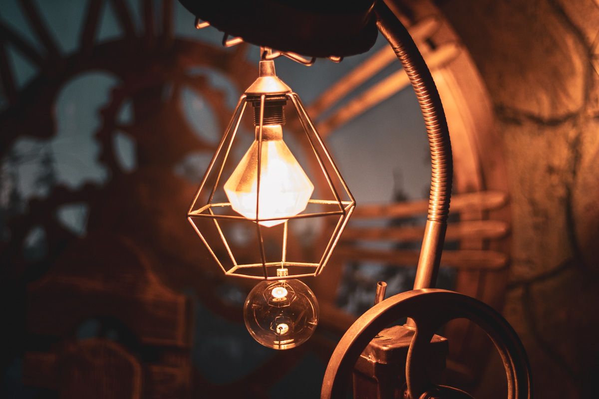 В мастерских эльфов даже лампы необычные