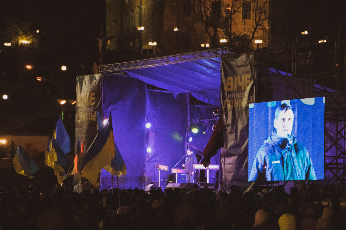 Майдан Независимости со стороны Стелы полностью заполнились людьми