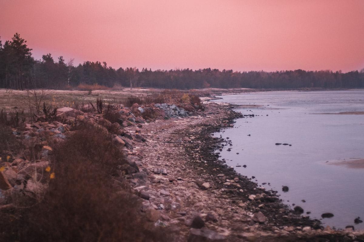 А воздушные лиловые облака опустились на Киевское море