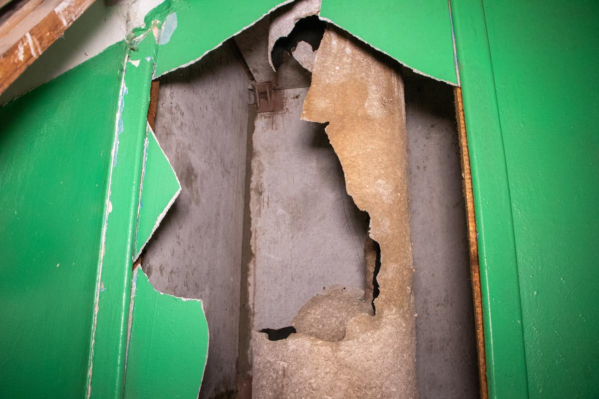Повреждения получила труба мусоропровода между 3, 4 и 5 этажами