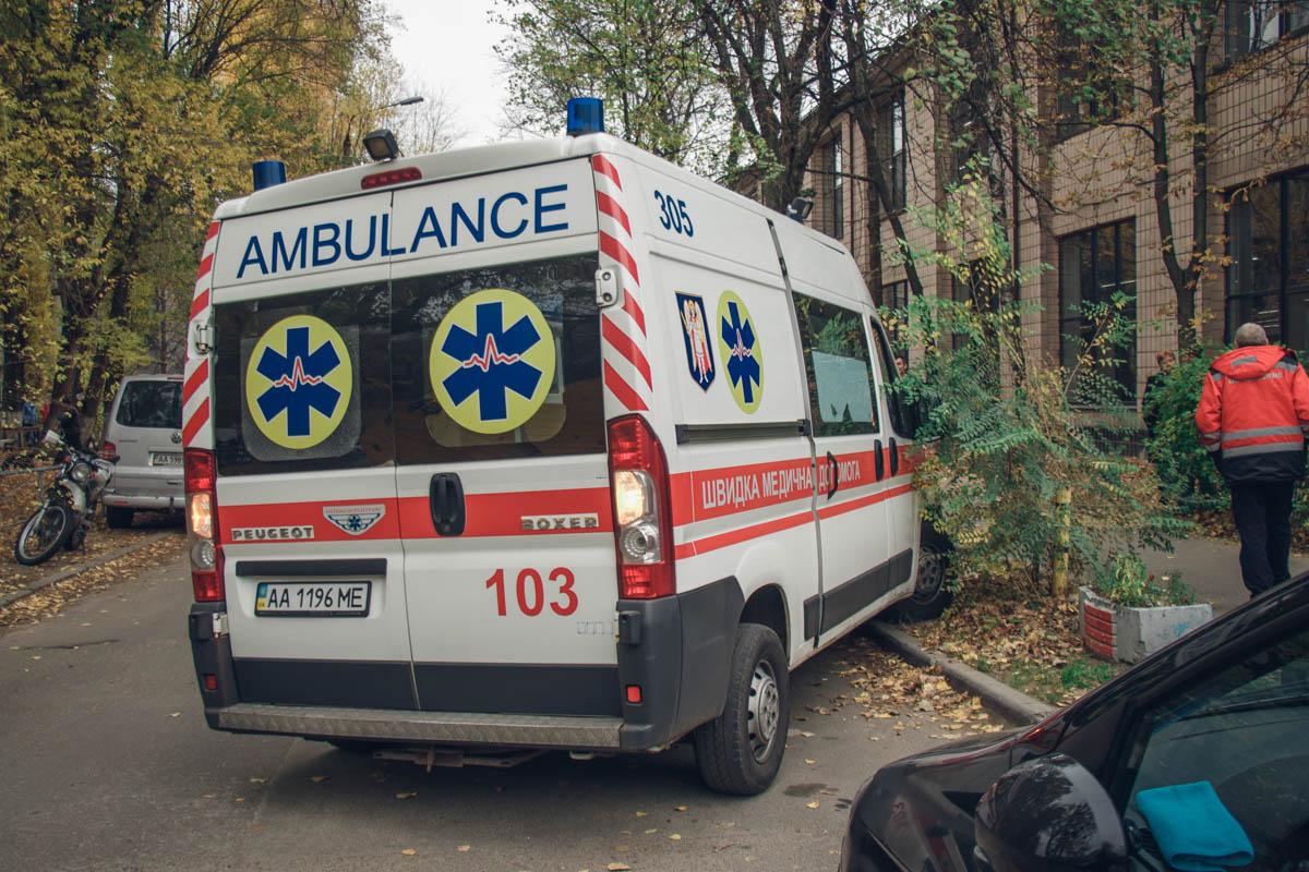 Медики госпитализировали как минимум двух местных жителей