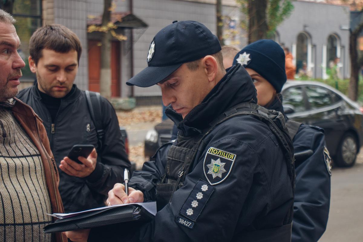 В итоге на место прибыла полиция, которая задержала часть нападавших