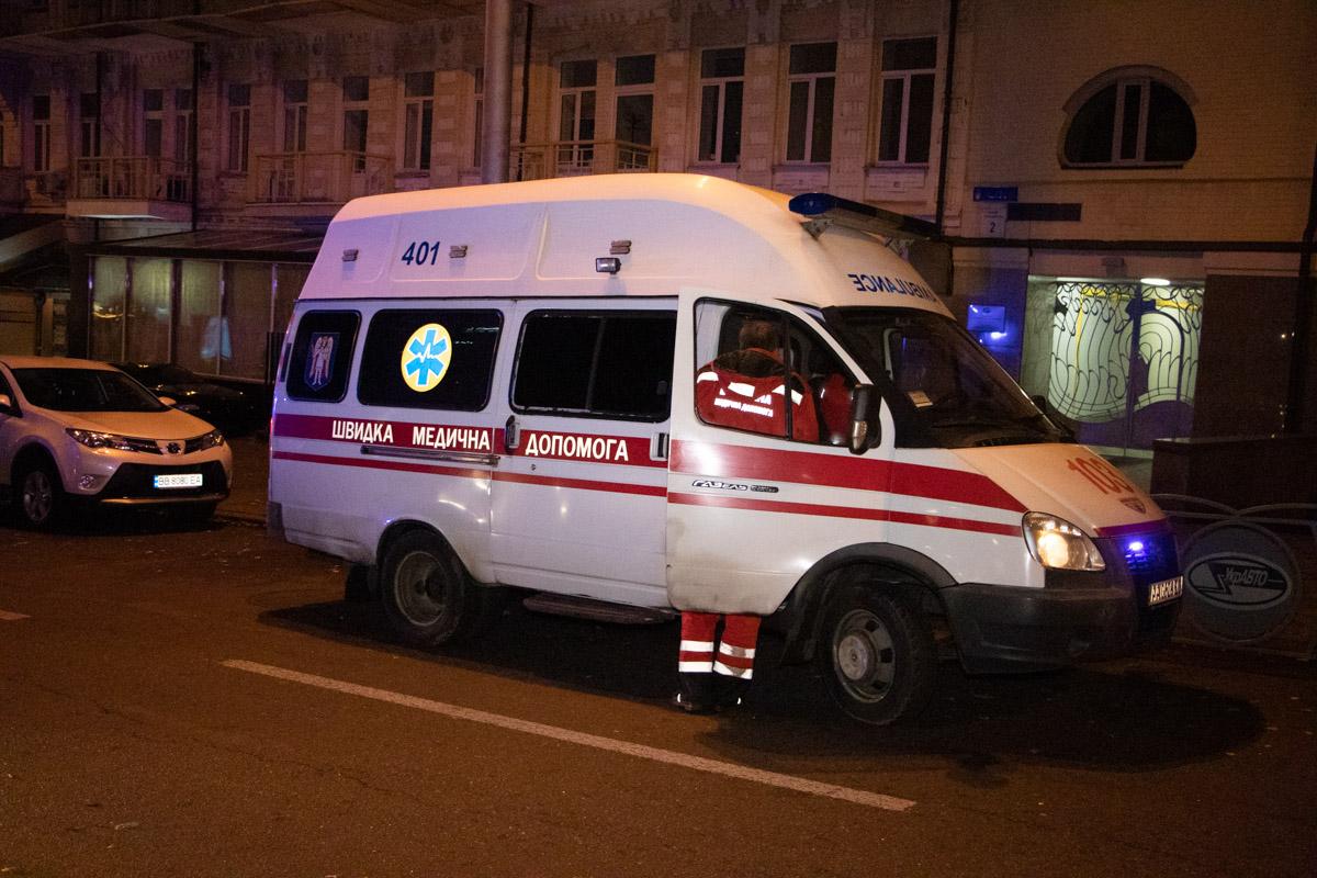 Парня увезла карета скорой помощи
