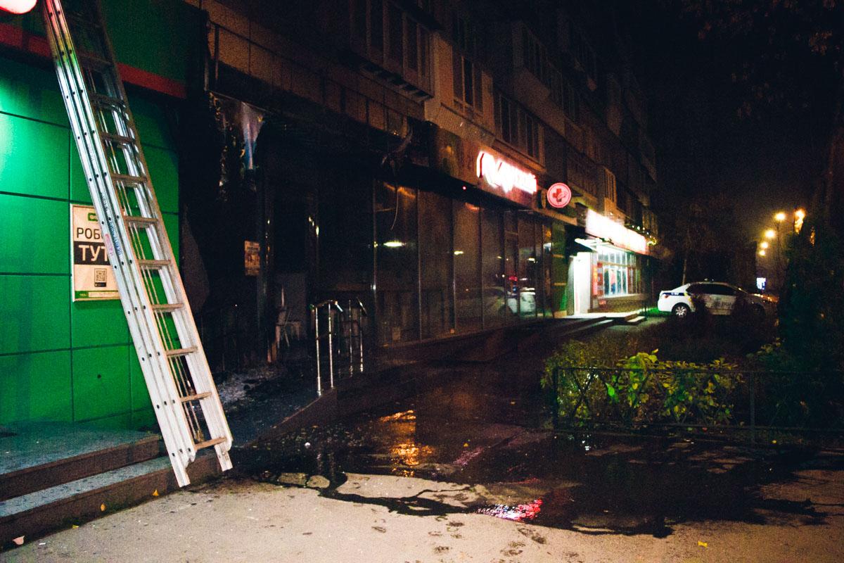 В Киеве сожгли молочный магазин