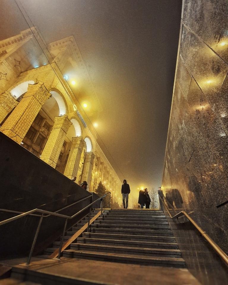 Ну и куда в подборках лучших фото за неделю без туманного Киева? Фото - @satesounds