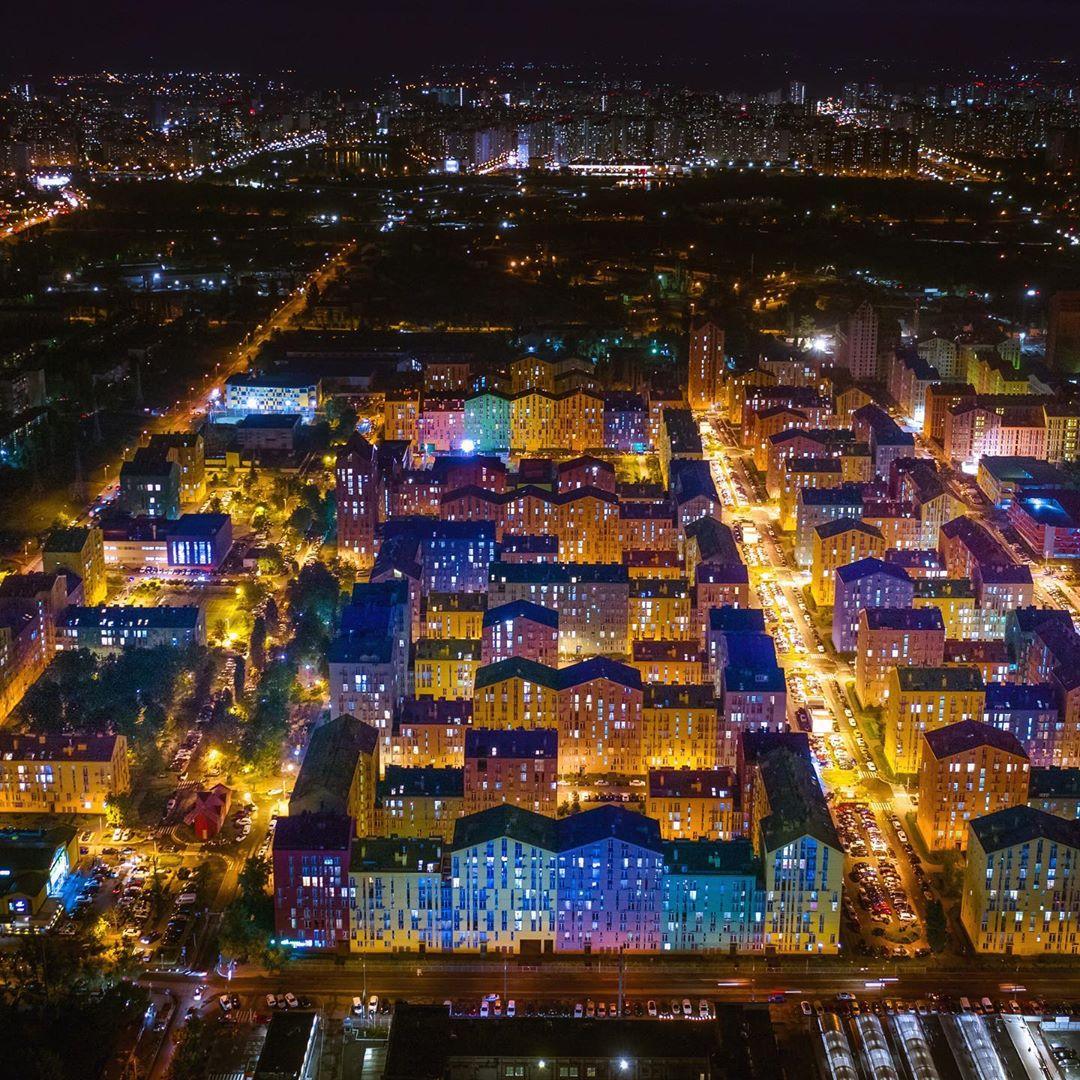 Ночной и разноцветный Киев с высоты птичьего полета от @flyua_kiev - великолепен