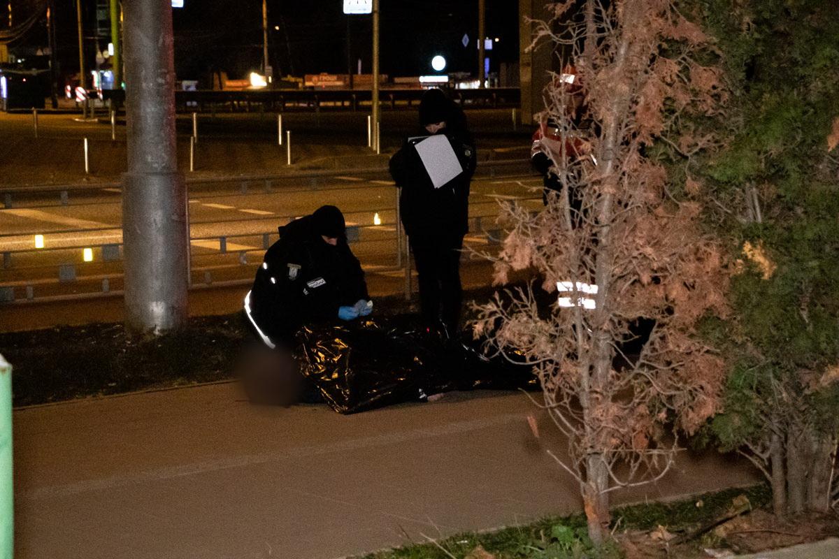 Тело мужчины обнаружили на тротуаре возле проспекта Победы