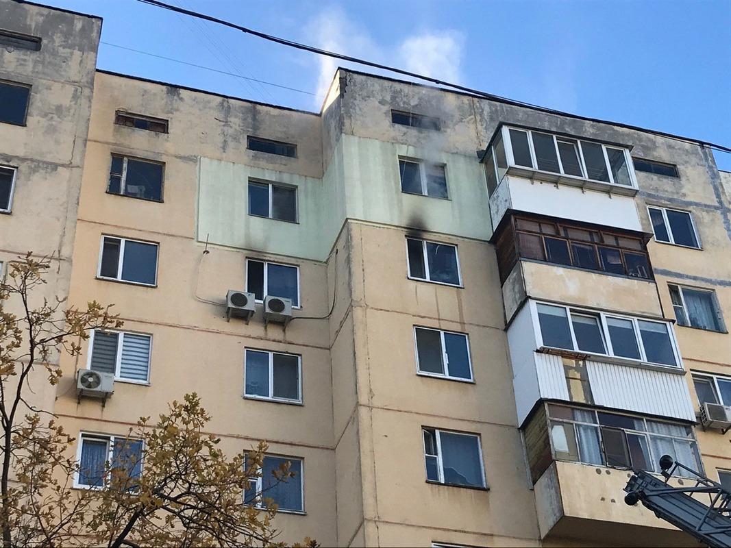 Горела квартира на восьмом этаже 9-этажного дома