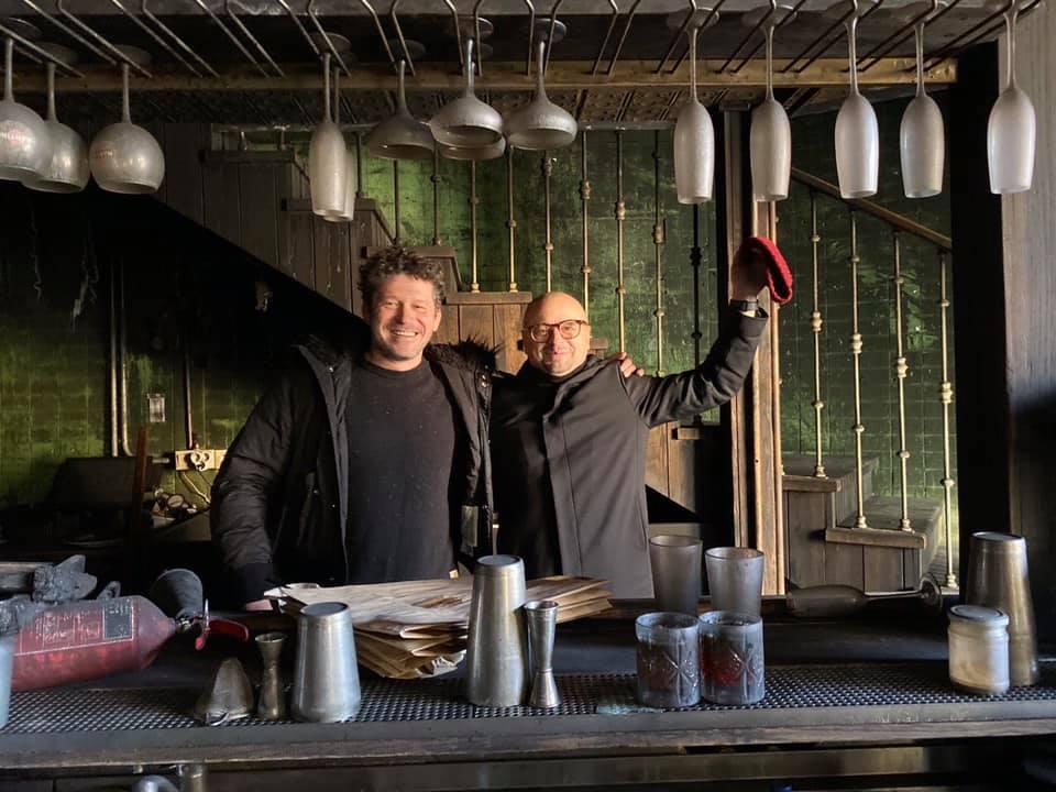 Справа - Игорь Сухомлин, владелец ресторана, слева - Денис Беленко - архитектор и дизайнер