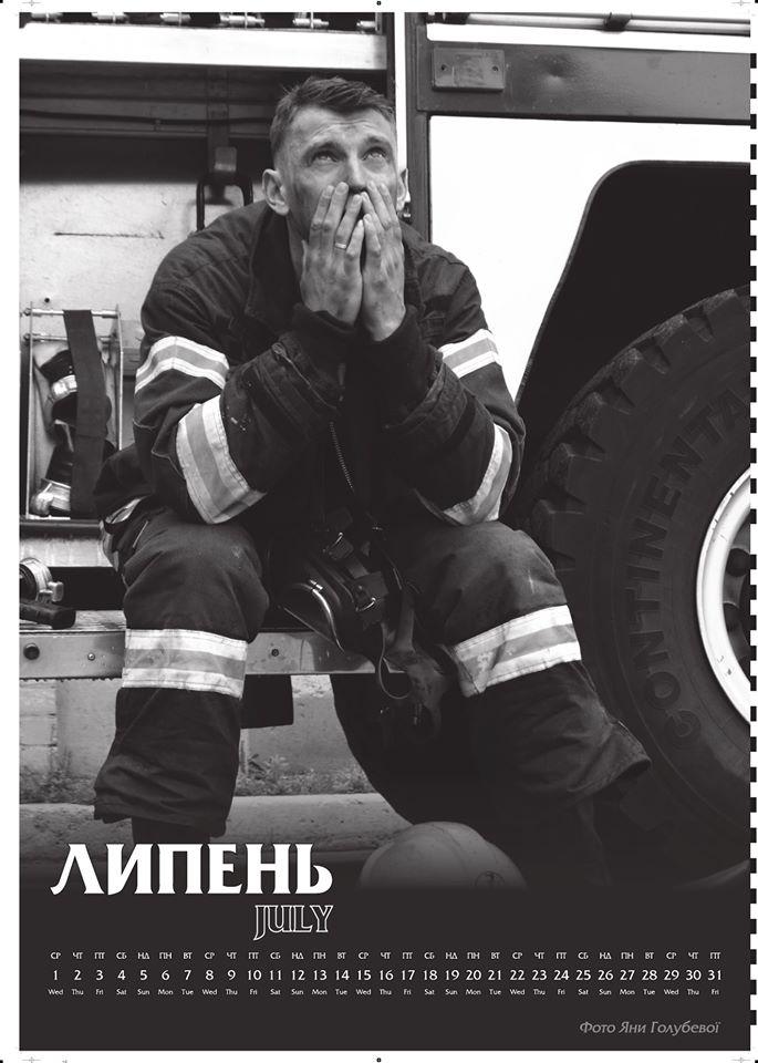 Черно-белые фотографии киевских спасателей