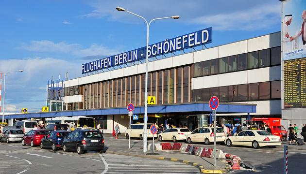 Десятки украинцев не смогли вылететь из Берлина, хотя приехали за два часа до вылета