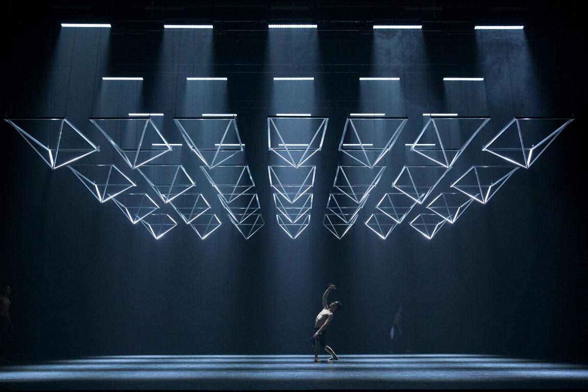 МакГрегор транслирует хореографическую мысль в физическое пространство
