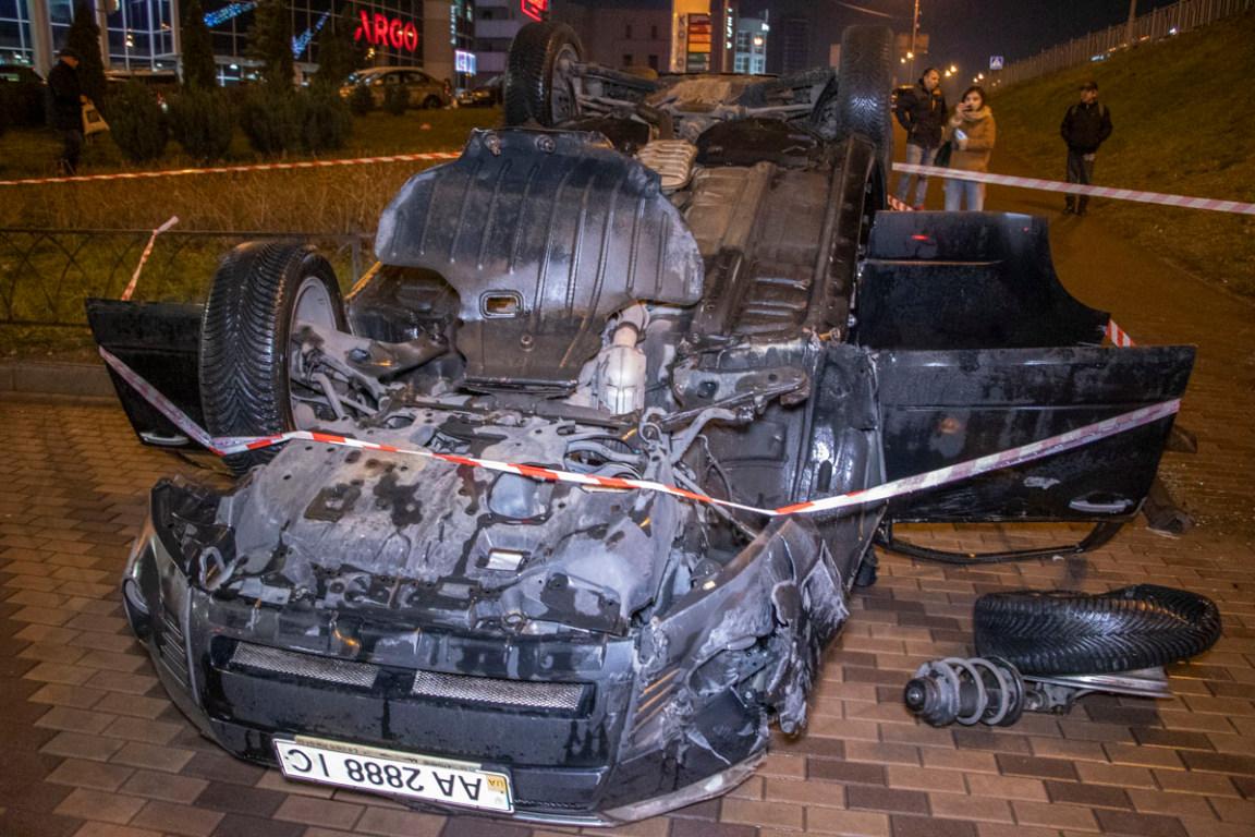 Водитель автомобиля чудом оказалась живой