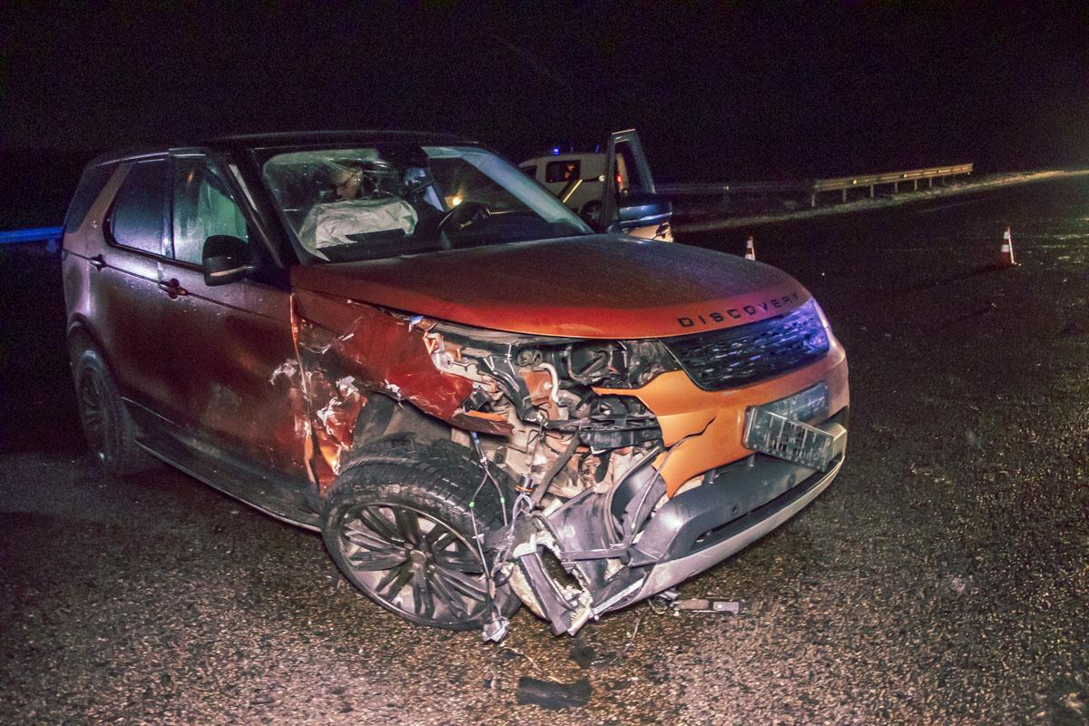 Столкнулись автомобилиLand Rover Discovery иChevrolet Aveo
