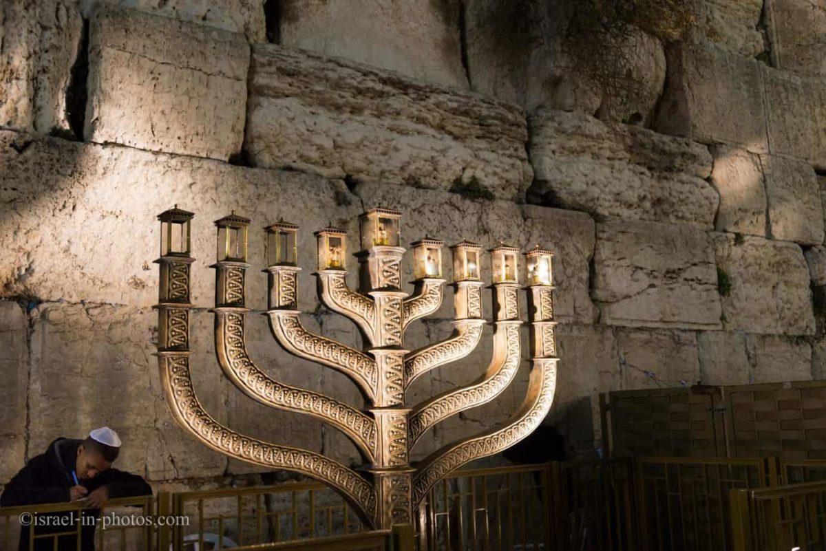 Праздник Ханука связывают с бунтом евреев в Иудее во втором веке до нашей эры