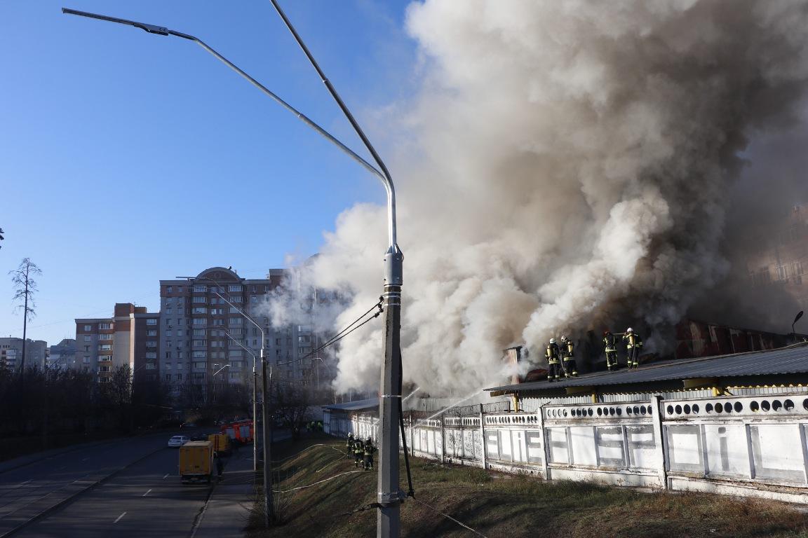 Со склада эвакуировали 60 человек, информации о пострадавших нет