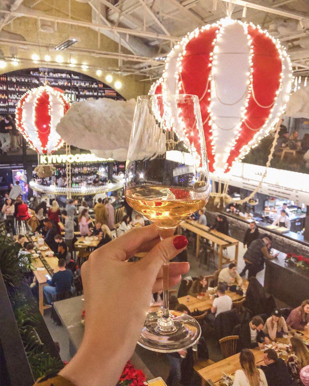 И снова Kyiv Food Market - ведь Новый год это еще и вкусно! Фото - @evelinapopova