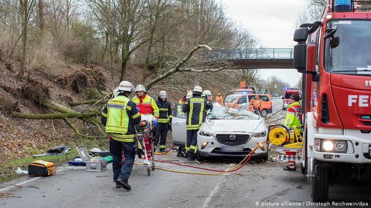 Два урагана на юге Европы унесли жизни не менее восьми человек