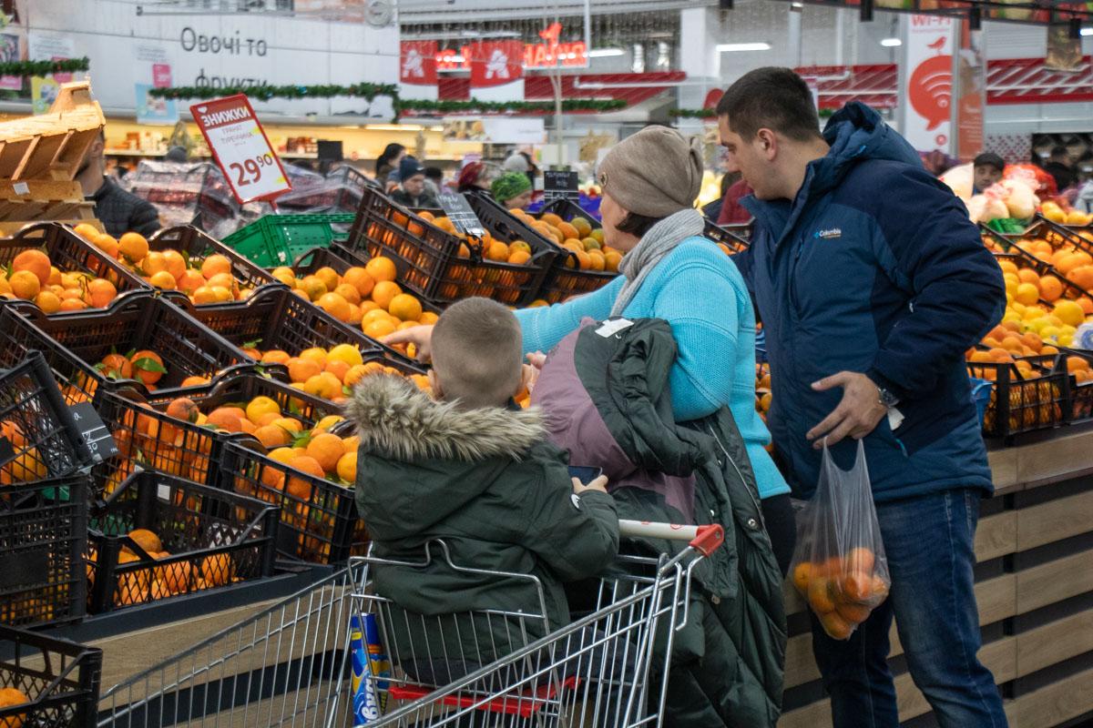 В общем, ситуация в супермаркетах не критичная, хоть там и не так спокойно, как в обычные дни