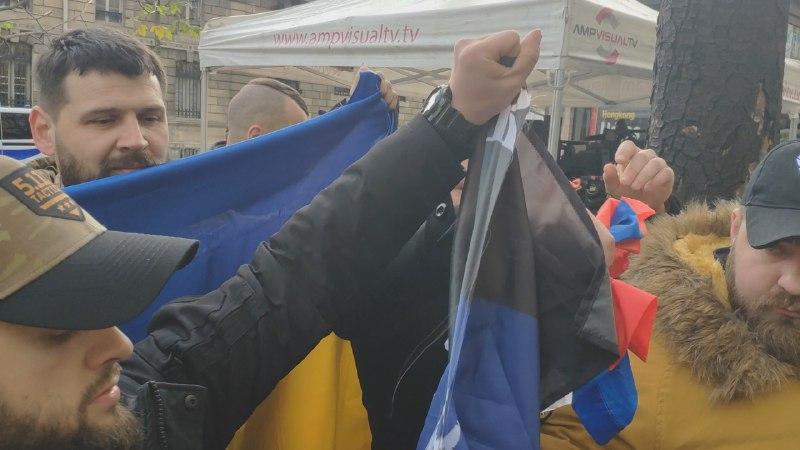 Фото - журналист Андрей Павловский, который на данный момент находится в Париже