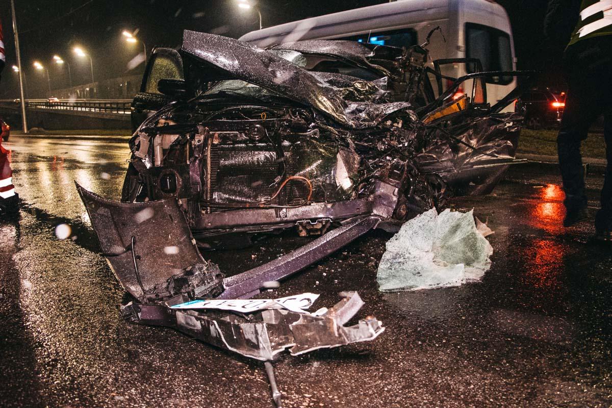 В субботу, 28 декабря, в Киеве на Надднепрянском шоссе произошла смертельная авария