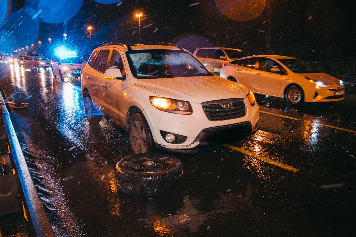 Водитель Hyundai чудом избежал столкновения с Toyota