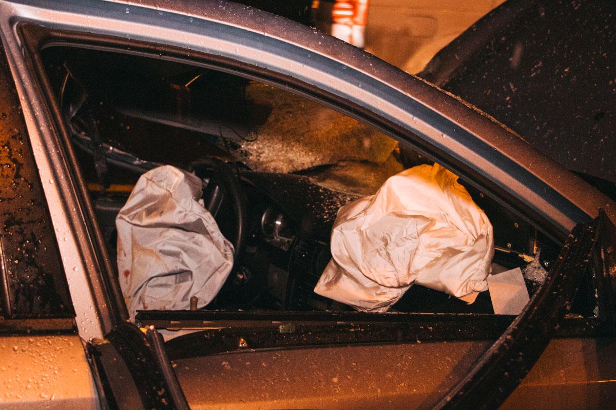 В пятницу, 27 декабря, в Киеве на мосту Патона произошла серьезная авария