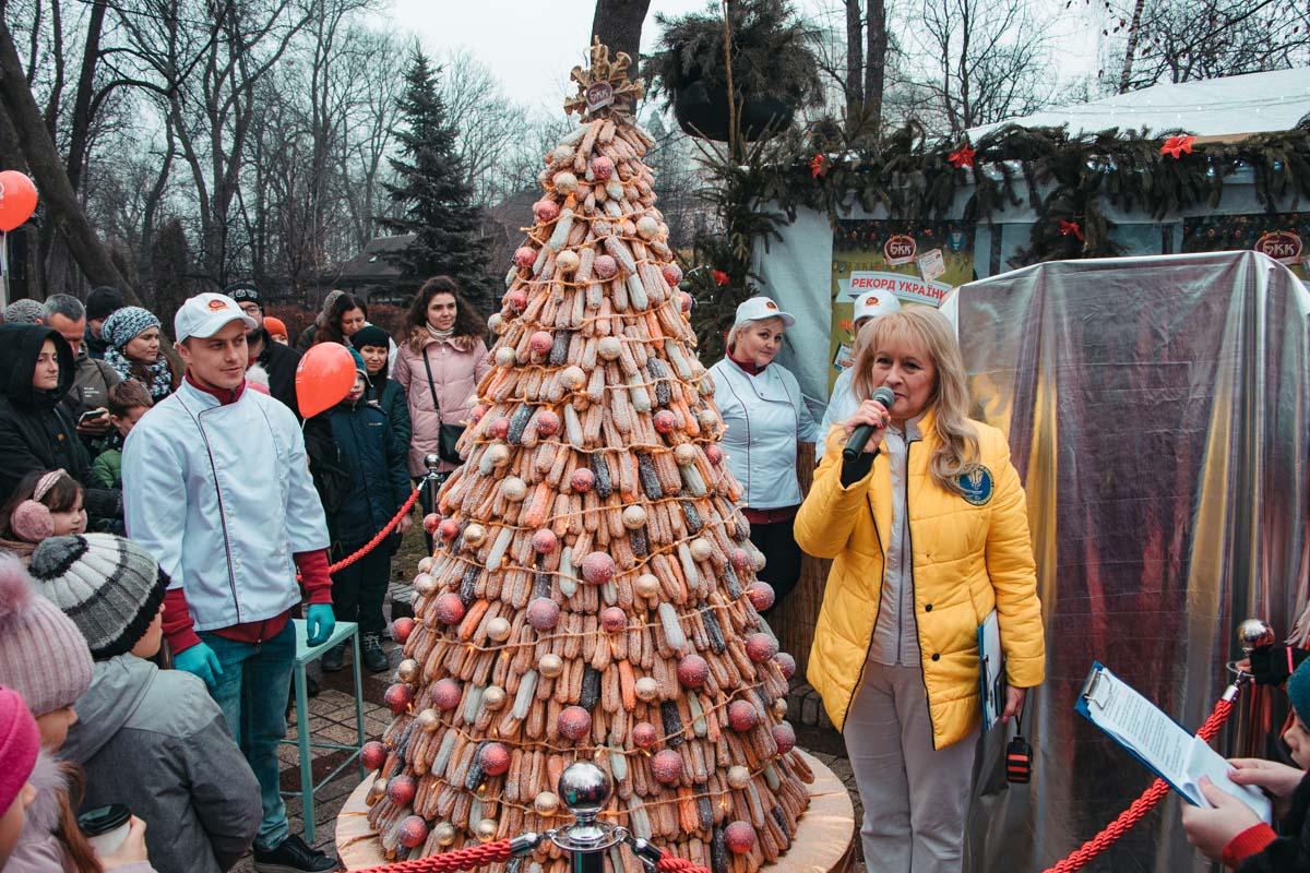 Елка из эклеров установила Национальный рекорд Украины