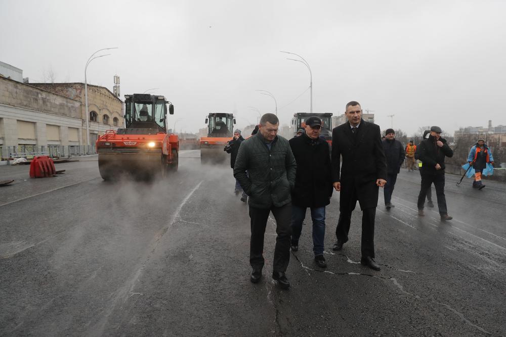 В пятницу, 27 декабря, мэр Киева принял участие в испытаниях пролетных строений Шулявского путепровода
