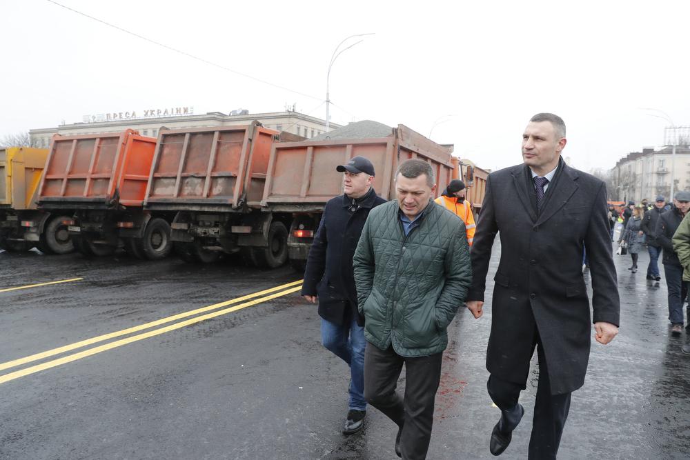Вес каждого МАЗа составил 30 тонн, то есть мост находился под весом 240 тонн