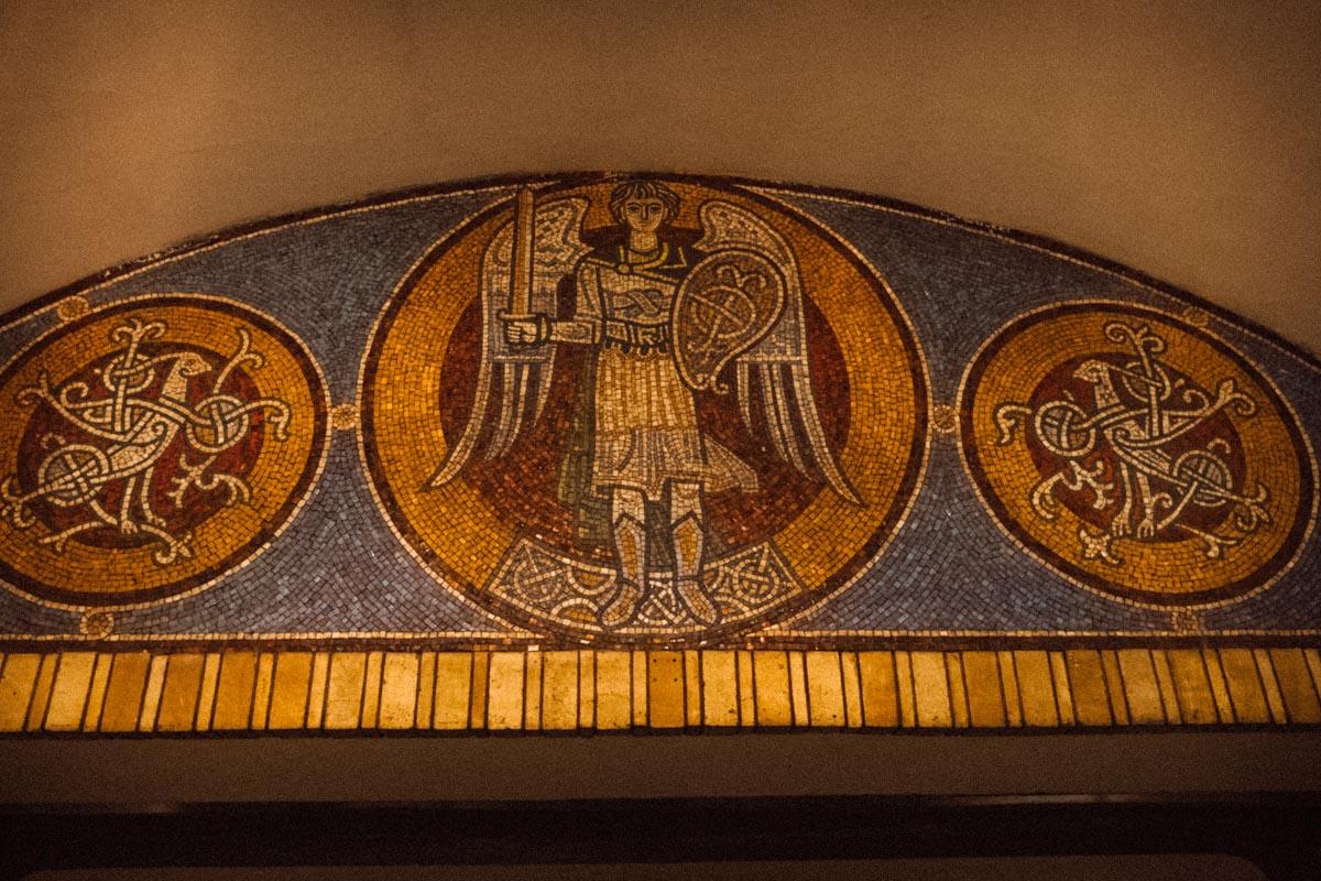 """... однако внутри """"Золотые ворота"""" - одна из красивейших станций метро не только в Украине, но и в Европе"""