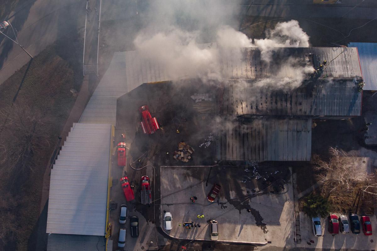 На месте происшествия работали 8 единиц основной и специальной пожарно-спасательной техники, а также 32 сотрудника ГСЧС