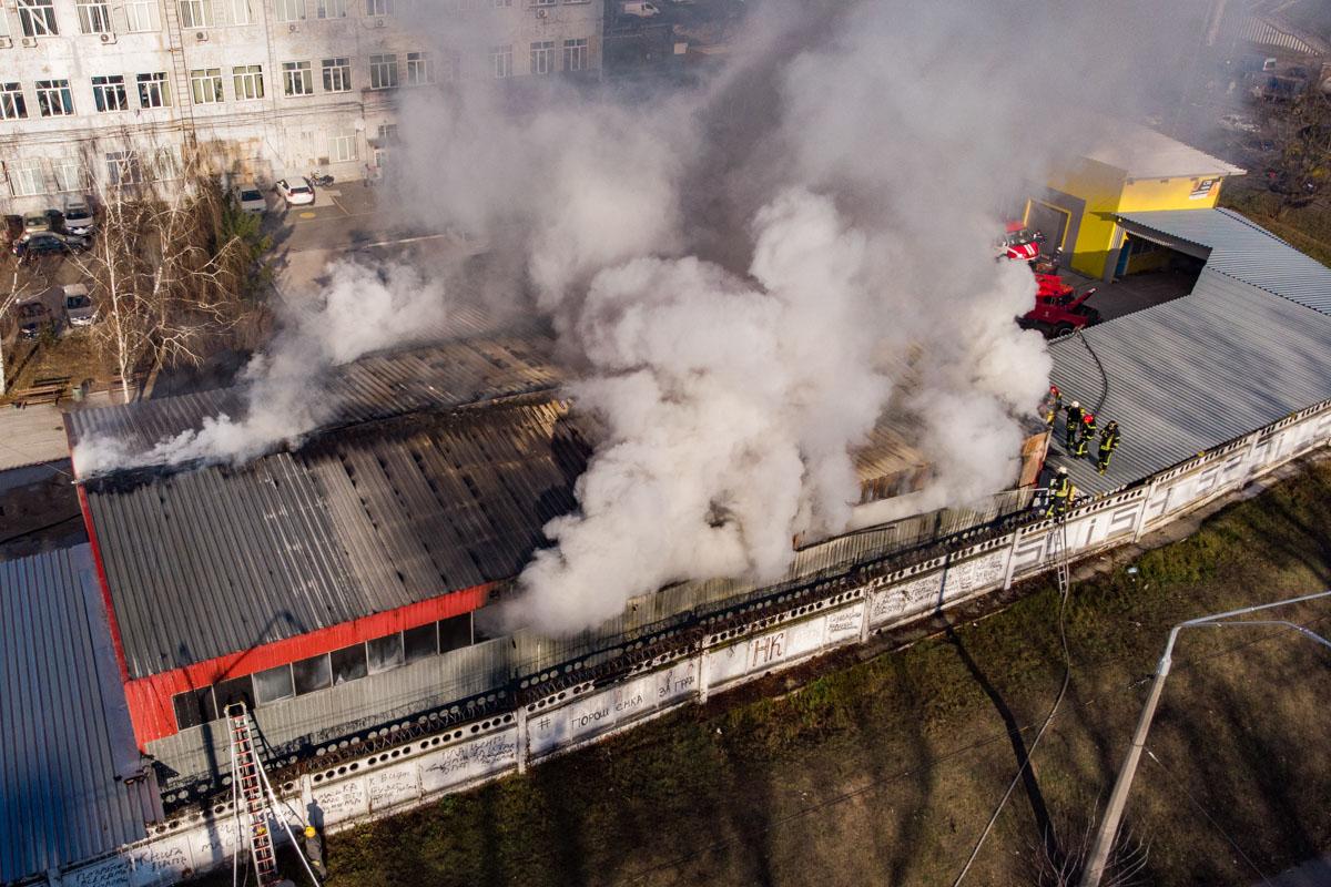 В 13:03 спасатели полностью ликвидировали пожар