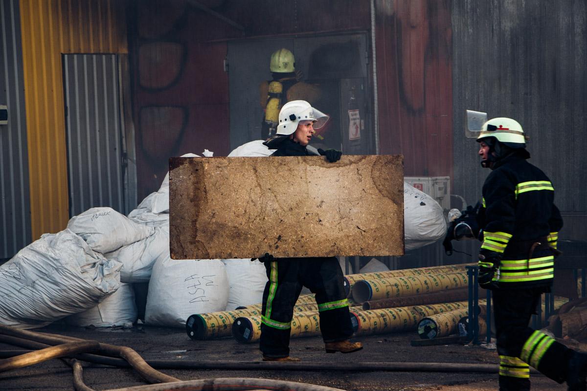 Пресс-секретарь ГСЧС Александр Макушенко поделился, что на складах хранились абсолютно разные вещи