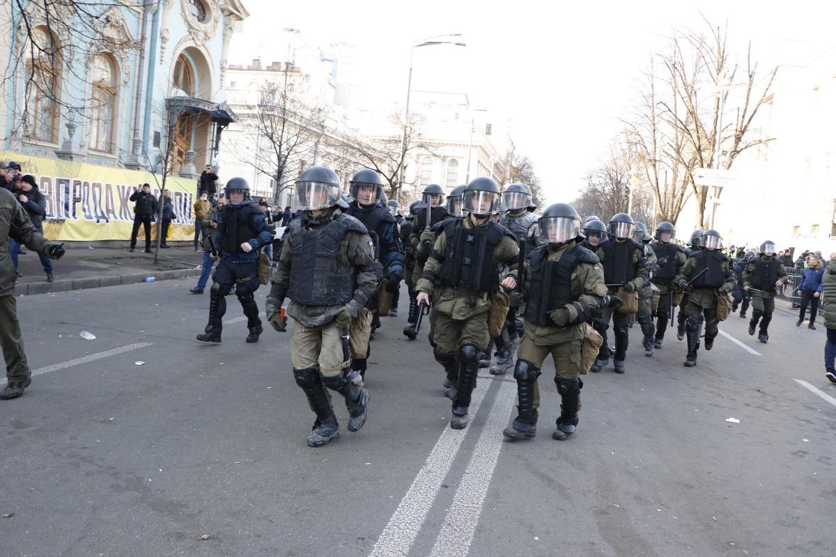 Но митингующие продолжили, поэтому правоохранители начали силовой разгон