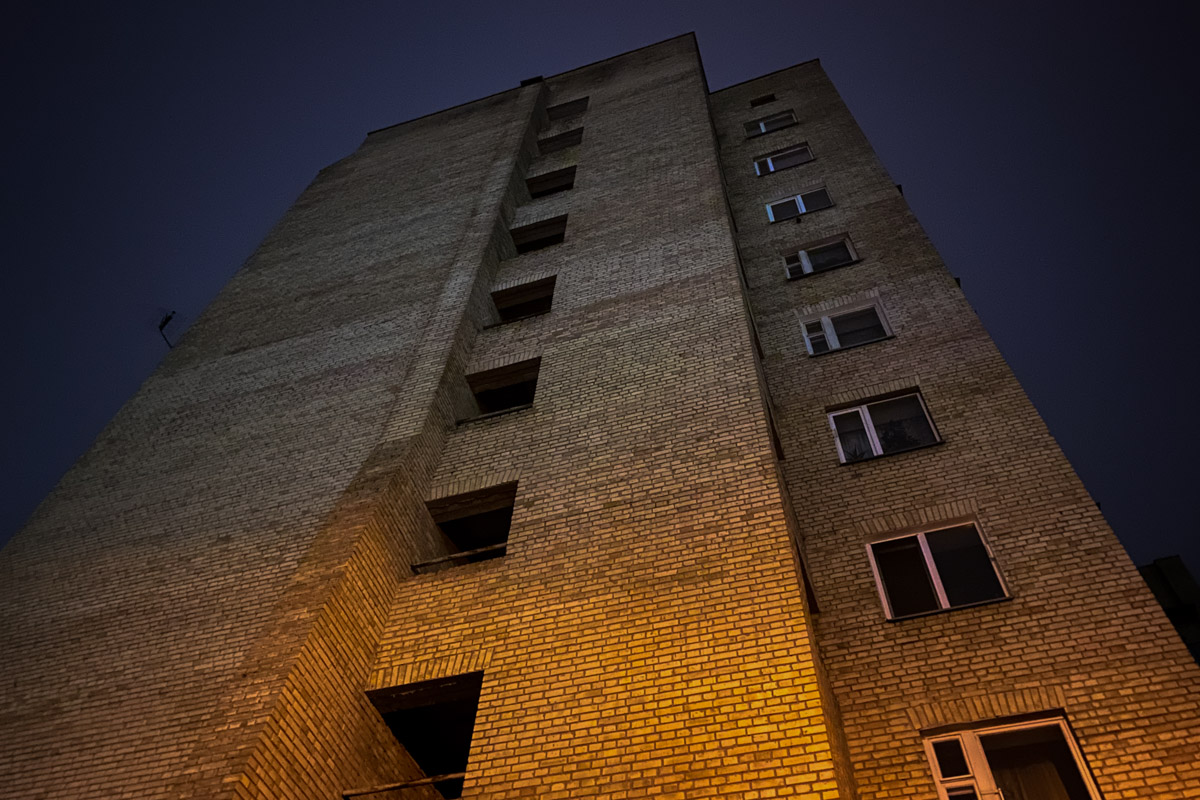 Женщина выпрыгнула с 10 этажа