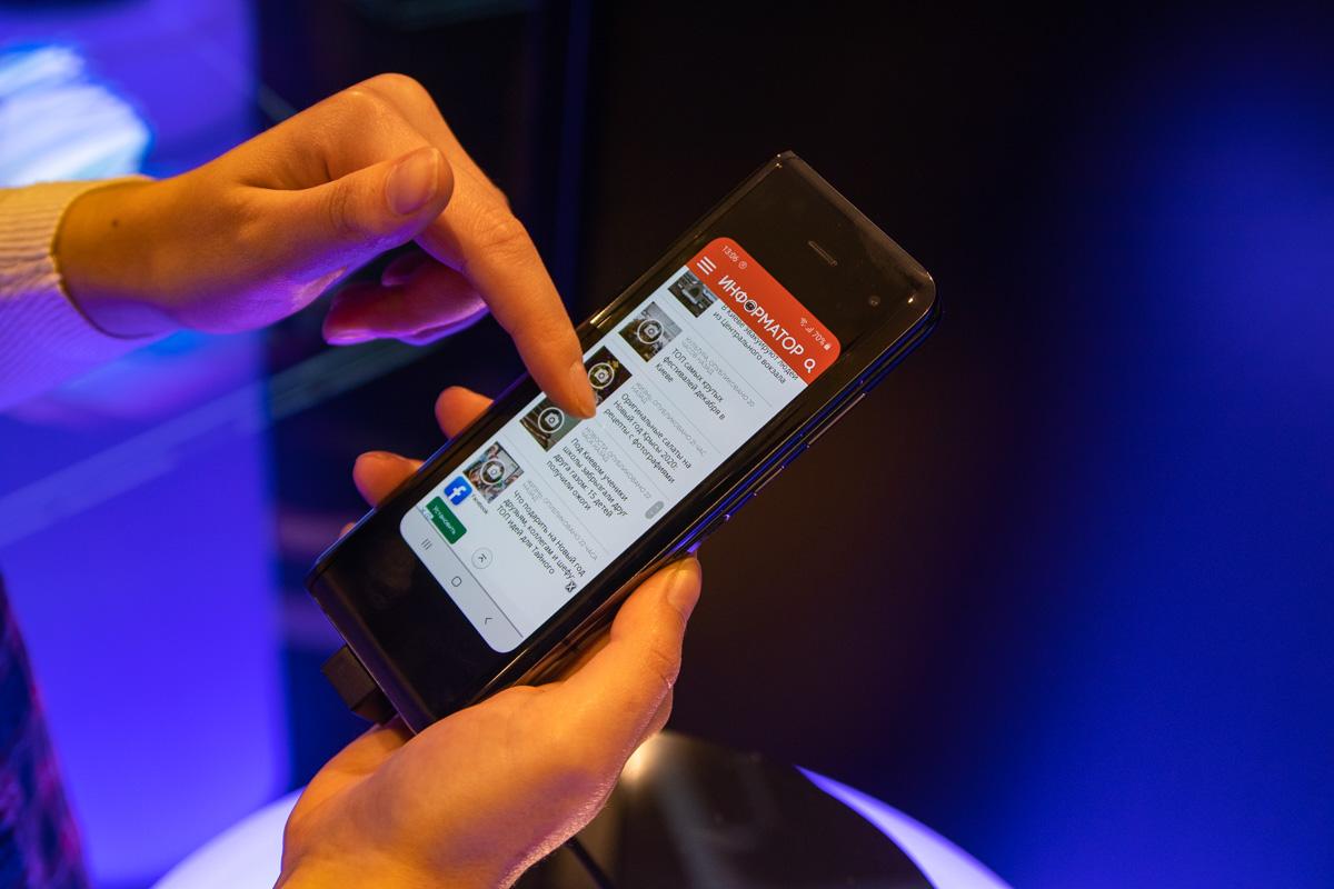 В новом Samsung новости от Информатора могут стать гибкими