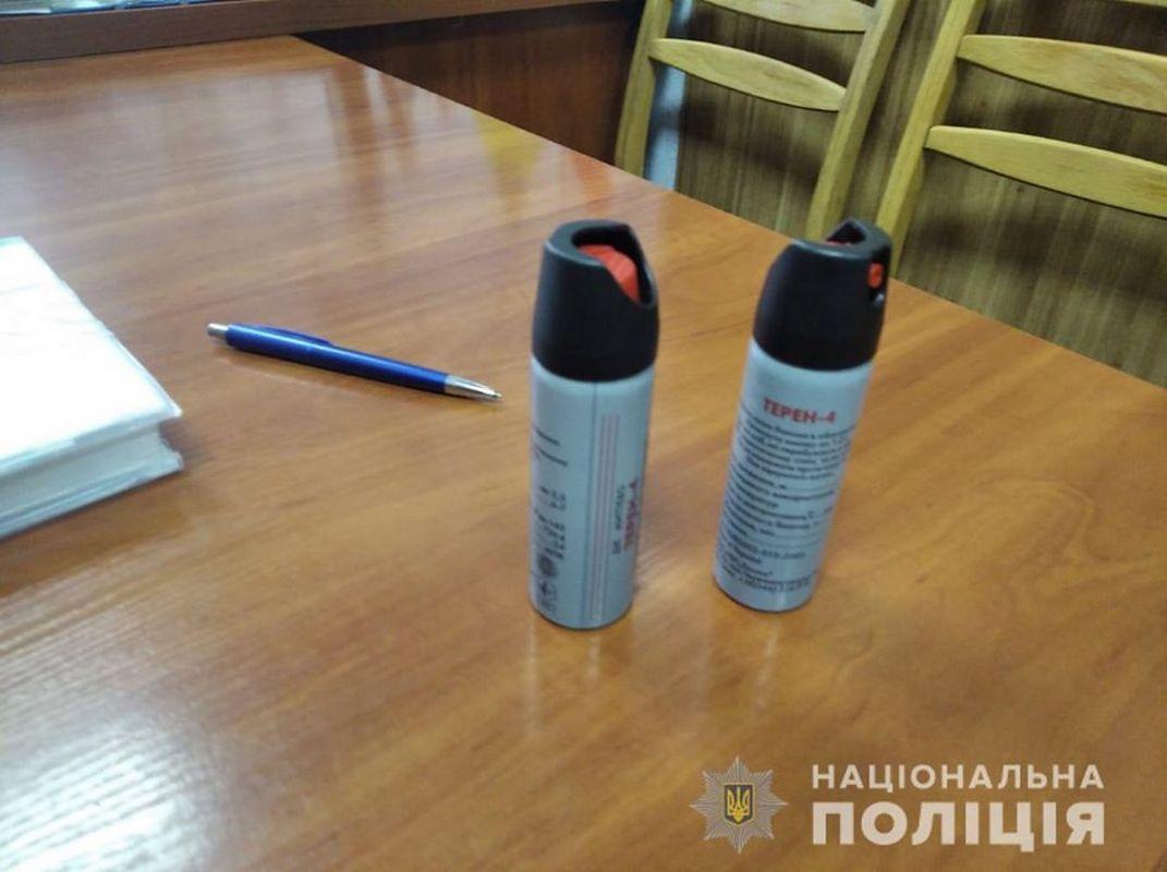 Два ученики пытались решить конфликт с помощью газовых баллончиков