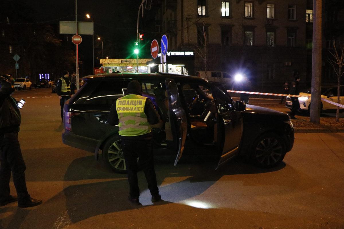 В центре Киева расстреляли внедорожник
