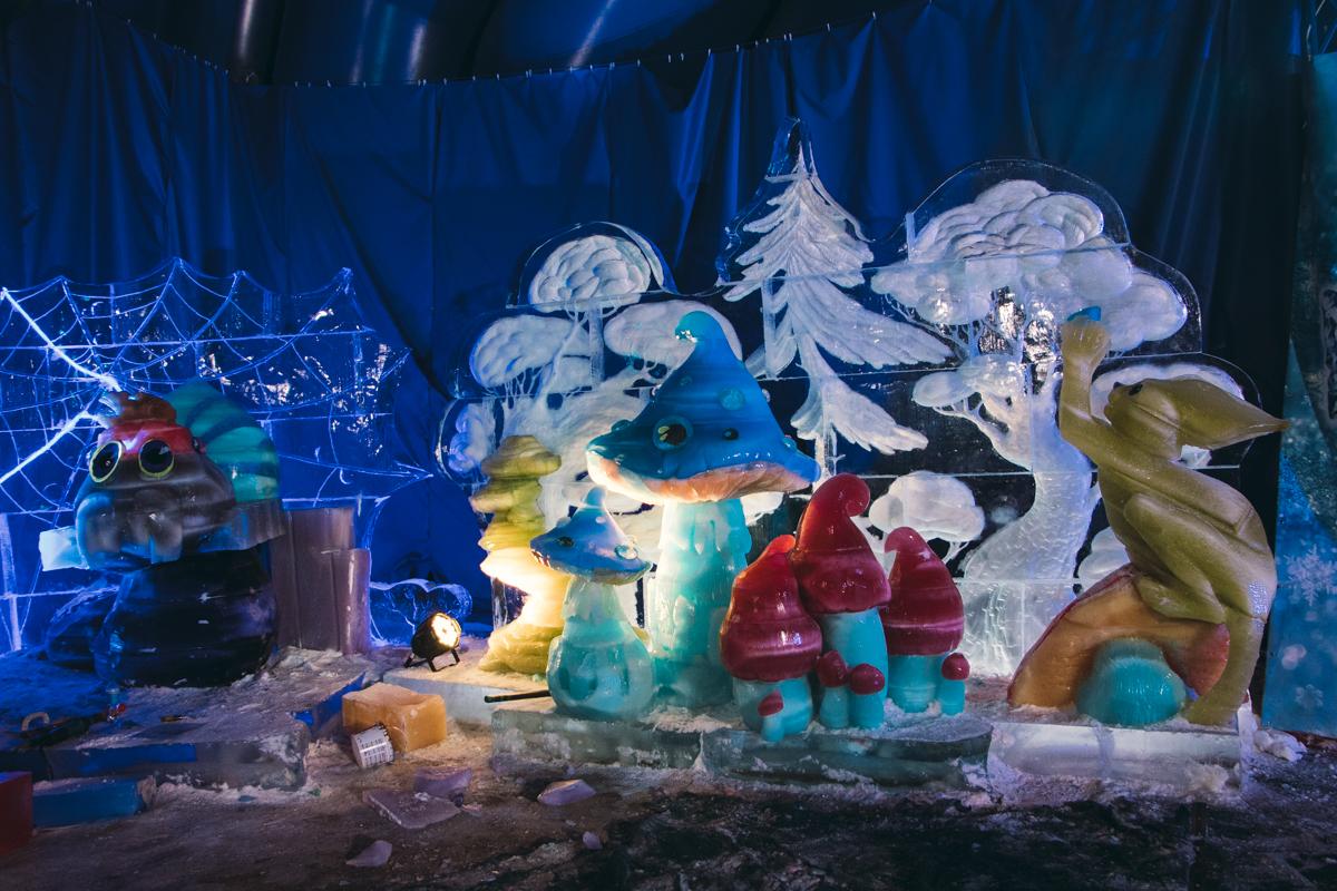 Уже традиционная локация «Зимової країни на ВДНГ» - это Замок ледовых скульптур