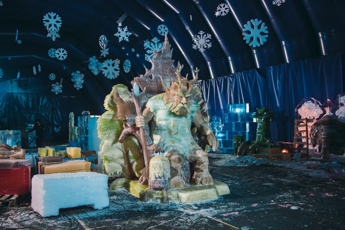 В «Зимовій країні на ВДНГ» работают четыре горки — для детей (высота — 4 метра) и взрослых (высота — 9 метров)