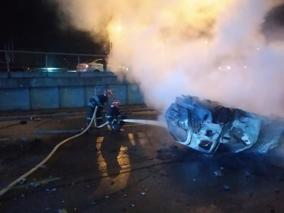 4 пассажиров спасли из огня очевидцы ДТП