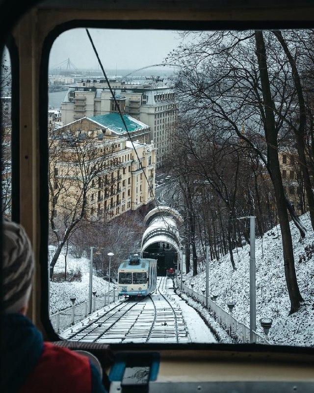 А еще @zhukevych сумел подловить снег зимой в Киеве. А это не так и легко!